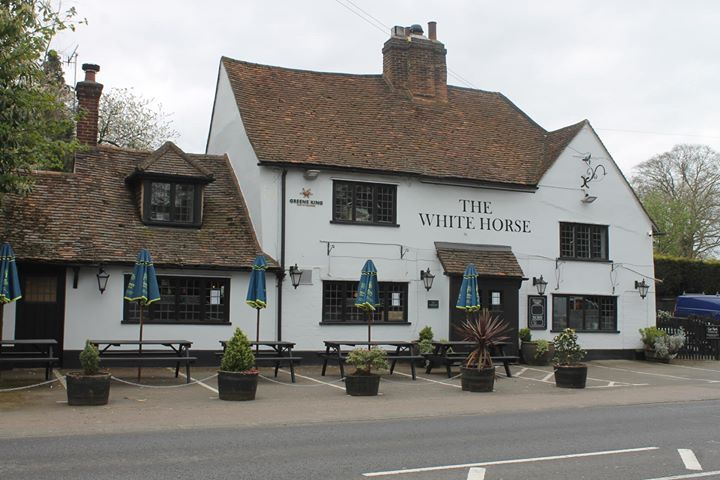 Live music bank holiday weekend at The White Horse